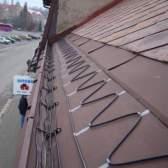 Як найкраще зробити кабельний обігрів водостоків покрівлі і чи можна провести роботи своїми руками?