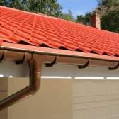 Який пристрій водостоку з скатних і плоских дахів і чи можна виконати роботи своїми руками?